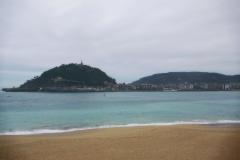 Die Bucht von Donastia-San Sebastián mit Monte Urgull im Hintergrund