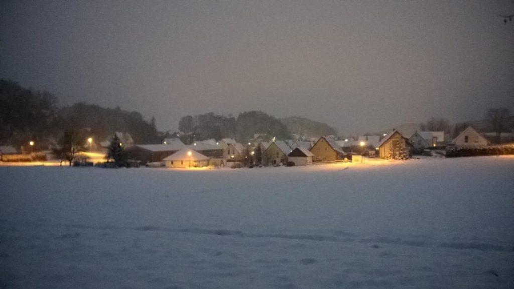 Betzenstein im Schnee bei Nacht