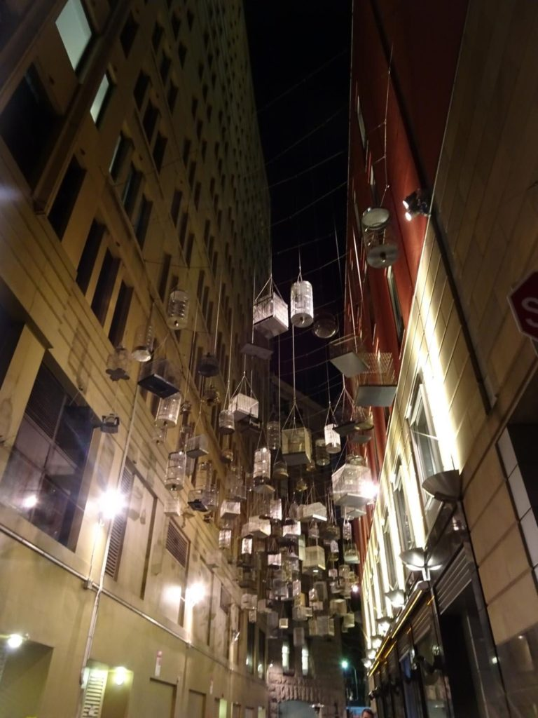 Angels Place Street Art Vogelkäfige