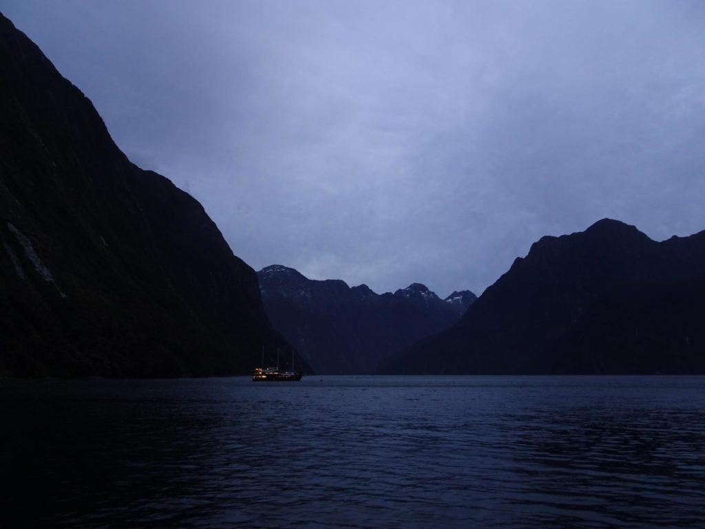 Milford Sound bei Nacht