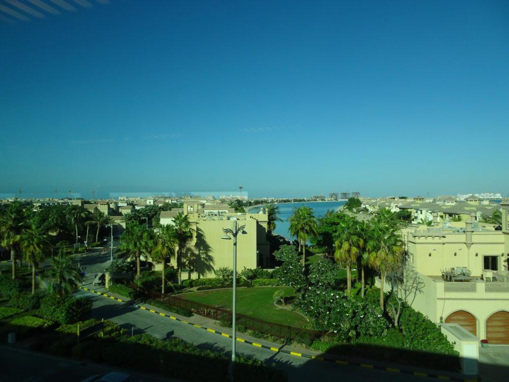 Dubai Palmeninsel - Blick aus der Bahn
