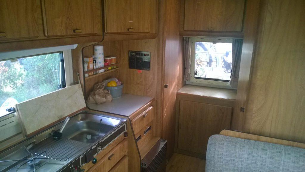 Wohnmobil - Küche und Wohnraum