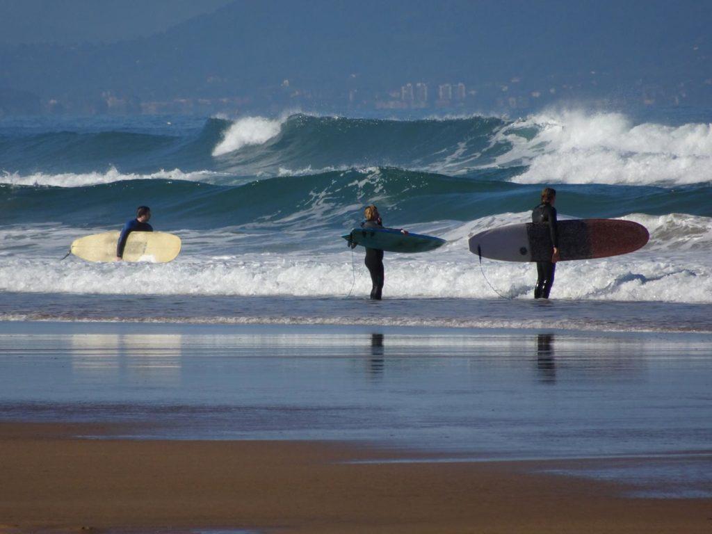 Surfen in Biarritz mit Rachel und James