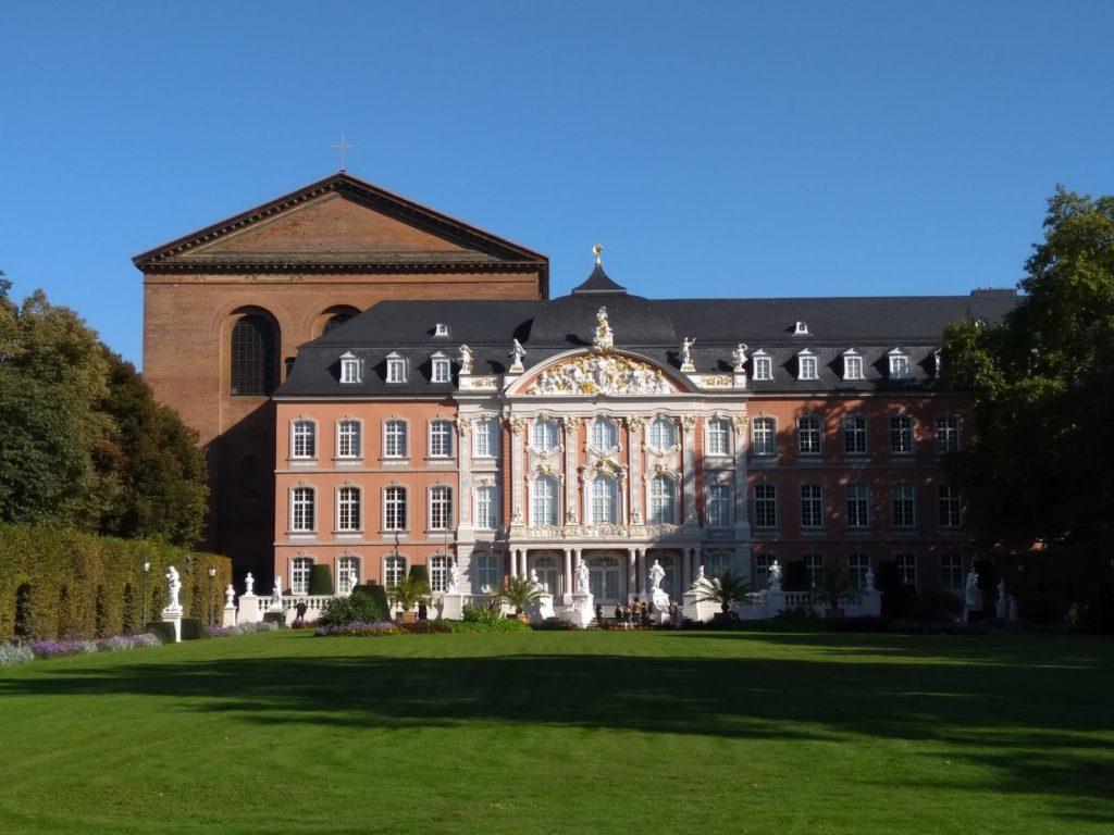 Sehenswürdigkeiten in Trier - Kurfüstenpalais an der Konstantinbasilika